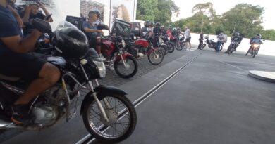 Motoboy's de Araucária fazem protesto