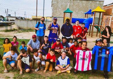 Os  Gêmeos do RAP P.A & P.H constroem Centro Comunitário em Favelas no Sul do País
